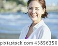 一個女人帶著微笑 43856350