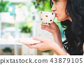 Young woman drinking coffee 43879105