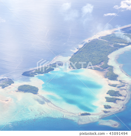 the view of the reef from the airplane 43891494
