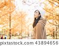 成熟的女人 一個年輕成年女性 女生 43894656
