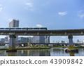 도쿄 시바 우라 운하 위를 달리는 모노레일 43909842