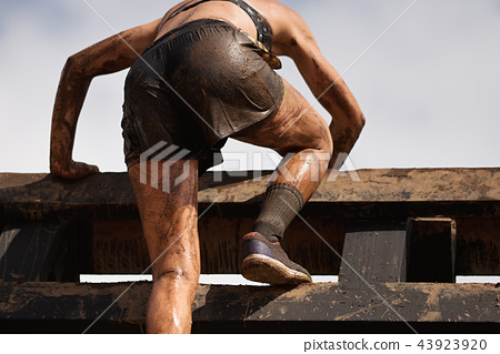 Mud race runners 43923920