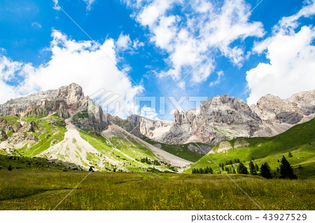 Fuciade valley in the Italian Dolomites 43927529
