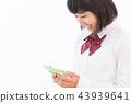 여학생 교복 스마트 폰 43939641