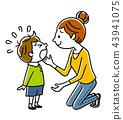 울고있는 아이들과 어머니 43941075