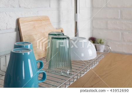 Image of dishwasher with kitchen utensils, kitchen with white background 43952690