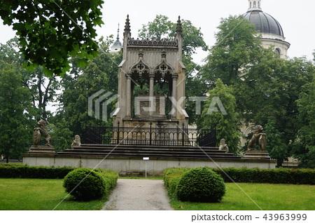 Villanukh宫殿的Potouk陵墓在华沙的郊区 43963999