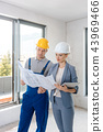 Project owner and construction worker during acceptance  43969466