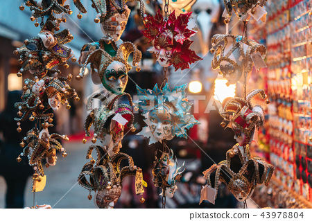 Small carnival masks, venetian souvenirs 43978804