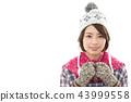 젊은 여성 겨울 43999558