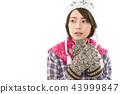 젊은 여성 겨울 43999847