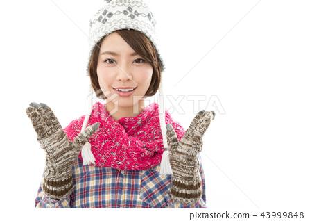 젊은 여성 겨울 43999848