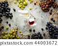 Red and white wine 44003672