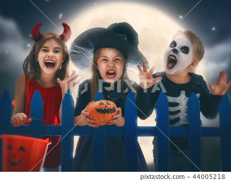 children on Halloween 44005218