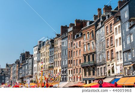 Traditional houses in the harbour of Honfleur. Normandy, France 44005968