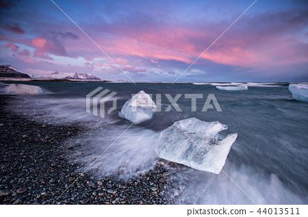 Beautiful sunset over famous Diamond beach, Iceland. 44013511