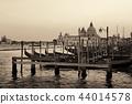 Gondola and Santa Maria della Salute 44014578