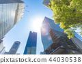 고층 빌딩을 올려다 오피스 거리의 풍경 44030538