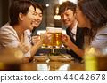 工作的人喝酒 44042678