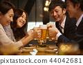 工作的人喝酒 44042681