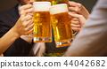 工作的人喝酒 44042682