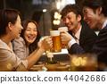 工作的人喝酒 44042686