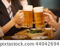 工作的人喝酒 44042694