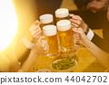 工作的人喝酒 44042702
