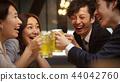 工作的人喝酒 44042760