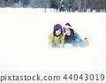 滑雪胜地的女人 44043019