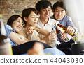 人們享受家庭聚會 44043030