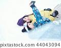 滑雪胜地的女人 44043094