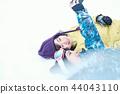 滑雪勝地的女人 44043110
