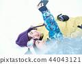 滑雪胜地的女人 44043121