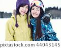 滑雪勝地的女人 44043145