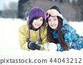 滑雪勝地的女人 44043212