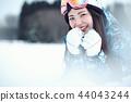滑雪勝地的女人 44043244