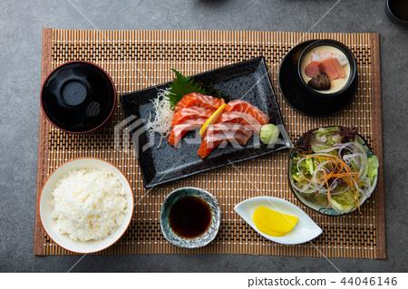 salmon sashimi set 44046146