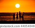 """""""夏威夷""""檀香山阿拉莫阿納海灘公園的日落美景 44054048"""