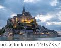 Mont-Saint-Michel ในเวลากลางคืน 44057352