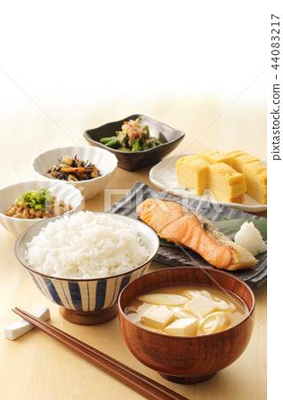 Japanese rice 44083217