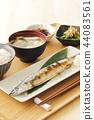 萨拉米香肠烤秋刀鱼 44083561