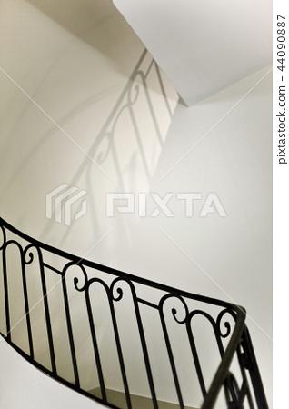 Upstairs 44090887