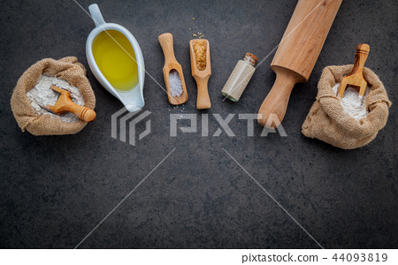 The ingredients for homemade pizza. 44093819