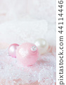 White and pink Christmas balls 44114446