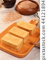 Gold Pineapple cake 44121894