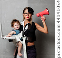 mother who combines a business lady and a fighter 44141054