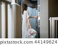 拿出垃圾公寓的女人 44149624