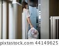 쓰레기 배출 맨션 여성 44149625