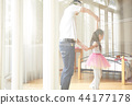 父親和女兒玩 44177178